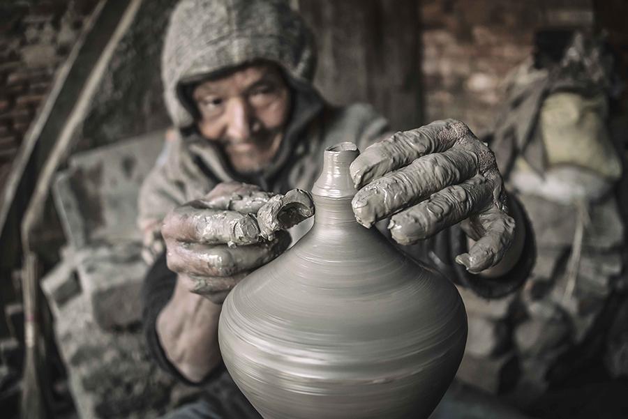 Portrait of an elderly potter at work (Bhaktapur, Nepal).