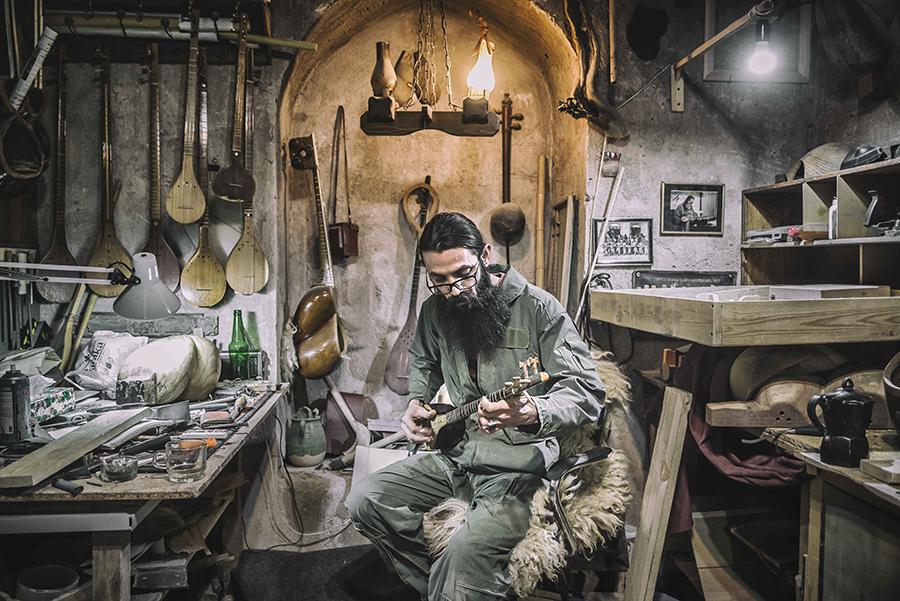 Portrait od a lutist in his workshop (Kerman, Iran)