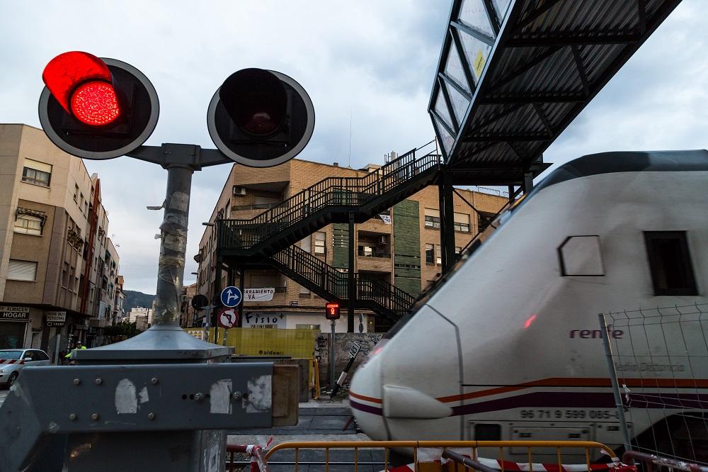 Murcia neighborhood asking for the underground of the train tracks
